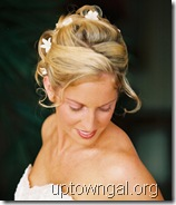 Hawaiin_bridal_hairstyle_with_flowers